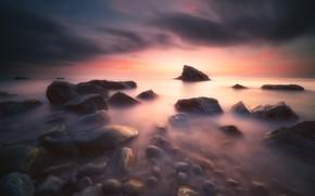 Картинка море, облака, закат, камни, скалы, берег, вечер, дымка