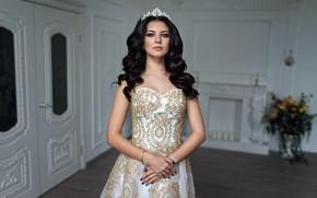 Картинка поза, модель, портрет, корона, макияж, платье, брюнетка, прическа, красотка, боке, Christina, Dmitry Sn