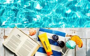 Картинка лето, вода, полотенце, ракушка, очки, коктейль, книга