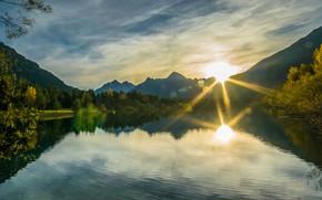 Картинка лето, небо, солнце, облака, лучи, свет, деревья, горы, туман, озеро, блики, отражение, река, холмы, берег, …