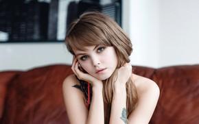 Картинка взгляд, лицо, поза, диван, модель, портрет, руки, макияж, тату, прическа, шатенка, красотка, боке, Анастасия Щеглова, …