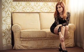 Картинка диван, Девушка, рыжая, занавеска, Mia Sol