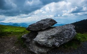 Картинка небо, трава, облака, пейзаж, горы, природа, туман, камни, холмы, даль, дымка, в горах, валуны, глыбы, …
