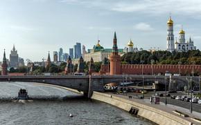 Картинка мост, город, река, здания, дороги, дома, Москва, башни, Кремль, набережная, Сергей Сергеев