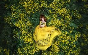 Картинка цветы, природа, Девушка, платье, лежит, Мария Липина