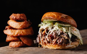 Картинка огурец, мясо, гамбургер, булочка