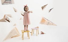 Картинка стул, девочка, самолётики