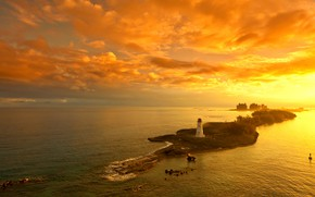 Картинка море, небо, острова, облака, деревья, закат, камни, маяк, дома, горизонт, зарево, вид сверху, Bahamas, Багамы, …