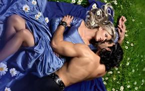 Обои грудь, лето, взгляд, девушка, любовь, цветы, поза, настроение, сила, ноги, романтика, поляна, нежность, ромашки, поцелуй, ...