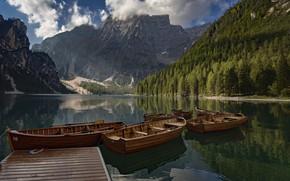 Обои лес, горы, озеро, пристань, лодки, Италия, Italy, Доломитовые Альпы, Южный Тироль, South Tyrol, Dolomites, Lake ...