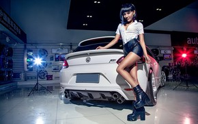 Картинка взгляд, Девушки, Volkswagen, азиатка, красивая девушка, белый авто, позирует над машиной