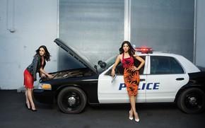 Картинка авто, девушки, полиция, платье, Stephanie Beatriz, Melissa Fumero, Brooklyn Nine Nine