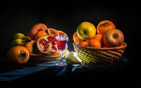 Картинка яблоки, бокал, подсветка, плоды, бананы, напиток, фрукты, корзинка, гранат, мандарины, хурма