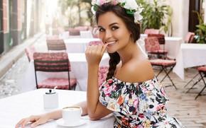Картинка девушка, улыбка, улица, кафе, сидит, столик, счастливая, BLACKDAY
