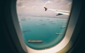 Обои Море, Город, Самолет, Вид, Полет, Суда, Иллюминатор, Сингапур, Судно, Singapore, Рейд, Контейнеровозы, Крыло, Republic of ...
