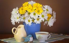 Картинка цветы, стиль, фон, чай, ромашки, букет, кружка, чашка, ваза, кувшин, птичка, натюрморт, салфетка