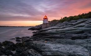 Картинка море, небо, облака, свет, закат, камни, скалы, берег, растительность, маяк, вечер, склон, горящий, скалистый, каменистый