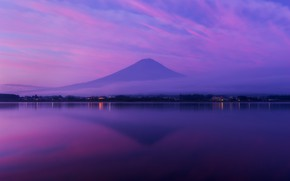 Картинка небо, облака, огни, отражение, сиреневый, берег, цвет, гора, вечер, вулкан, Япония, водоем, поселение, Фудзияма, сиреневое, …