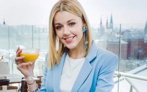 Картинка взгляд, девушка, украшения, поза, улыбка, блондинка, коктейль, певица, красивая, Юлианна Караулова
