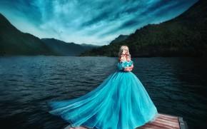 Картинка девушка, голубое, берег, платье, блондинка, фотограф, принцесса, водоем, Мария Липина