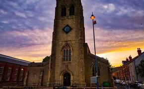 Картинка небо, облака, закат, машины, Англия, дома, вечер, церковь, фонарь, Holy Trinity Church, Stalybridge
