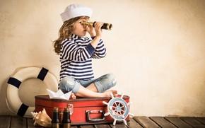 Картинка круг, ракушка, труба, девочка, бинокль, морячка, чемодан, штурвал, тельняшка, подзорная, спасательный