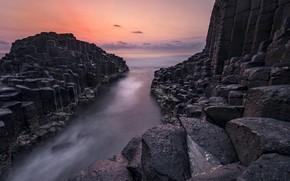 Картинка море, облака, закат, камни, скалы, берег, вечер, каменистый