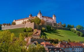 Картинка деревья, замок, дома, Германия, Бавария, холм, крепость, Germany, Bavaria, Вюрцбург, Würzburg, Marienberg Fortress, Крепость Мариенберг