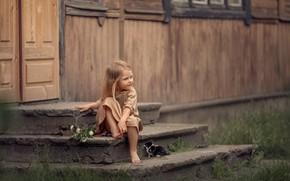Картинка дом, животное, босиком, девочка, ступеньки, детёныш, котёнок, малышка, крыльцо, ребёнок, босая, Дарья Степанова