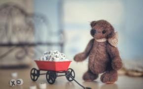 Картинка детство, фон, кубики, игрушка, медведь, фишки, мишка, медвежонок, тележка, плюшевый, предметы, тедди, игрушечный, боке, мягкая, ...