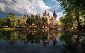 Картинка небо, вода, облака, мост, город, пруд, река, замок, Весна, Будапешт, турысты