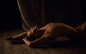 Картинка девушка, поза, доски, руки, на полу, боди, закрытые глаза, Сергей Сорокин