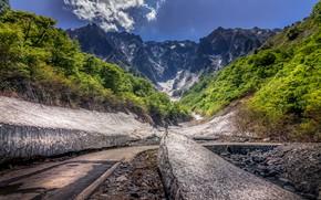 Картинка лес, солнце, облака, деревья, горы, камни, скалы, Япония, кусты, Tanigawa