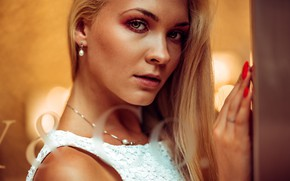 Картинка взгляд, модель, портрет, макияж, прическа, блондинка, в белом, боке, маникюр, Marco Squassina, Aneliya