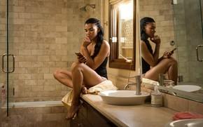 Картинка отражение, душ, ножки