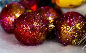Картинка шарики, праздник, шары, яркие, блеск, шарик, Рождество, красные, Новый год, позолота, золотые, боке, ёлочные игрушки, …