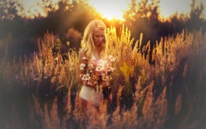 Картинка девушка, солнце, цветы, природа, поза, букет, красивая, Melanie Dietze