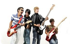 Картинка музыка, гитары, группа, белый фон, парни, мужчины, рок-н-ролл, музыканты