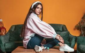 Картинка взгляд, девушка, поза, волосы, кеды, джинсы, Ali Pazani