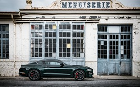 Картинка здание, Ford, стоянка, 2018, V8, Mustang Bullitt, 5.0 л., 460 л.с., фастбэк