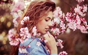 Картинка деревья, ветки, портрет, весна, макияж, сад, прическа, шатенка, красотка, цветки, боке, джинсовка, Lara Wernet