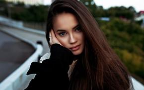 Картинка взгляд, лицо, поза, модель, рука, портрет, макияж, прическа, шатенка, красотка, в черном, боке, Lenar Abdrakhmanov