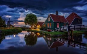 Картинка вода, пейзаж, тучи, отражение, село, дома, вечер, освещение, фонари, мельница, музей, Нидерланды, мостики, Zaanse Schans, …
