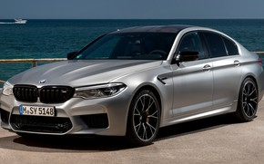 Картинка вода, серый, BMW, горизонт, катер, стоянка, седан, 4x4, 2018, четырёхдверный, M5, V8, F90, M5 Competition