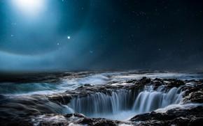 Картинка море, небо, космос, звезды, свет, ночь, природа, камни, водопад, пропасть, ночное, воронка, звездное