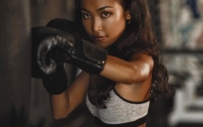 Картинка sport, long hair, model, serious, brunette, punch, boxing, look, top, pose, gloves, earring, training, Erza, …