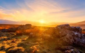 Картинка поле, небо, трава, солнце, облака, свет, закат, яркий, камни, рассвет, холмы, солнечно, валуны