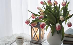 Картинка стол, книги, кофе, свеча, букет, чашка, тюльпаны, ваза