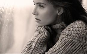Картинка взгляд, девушка, дождь, окно, черно-белое, свитер