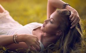 Картинка взгляд, девушка, поза, браслеты